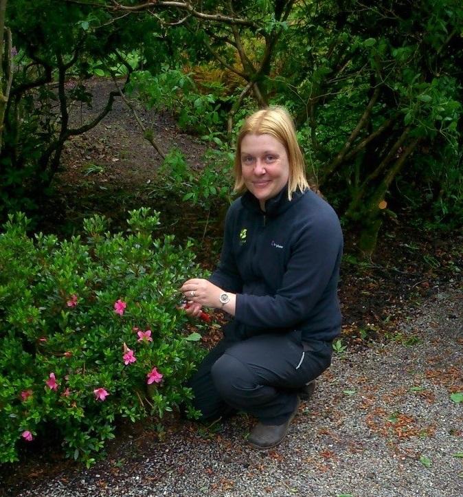 Emma Robertson gardening